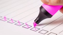 pink-marker-checking-off-mobile-testing-checkboxes